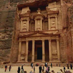 Templo de piedra excavado en la roca